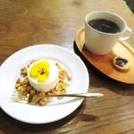 コチト ハナトオカシト - ベイクドレアチーズケーキ、ホットコーヒー