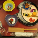 旅館山翠 - 料理写真:彩り鮮やかな夕食のセットです。