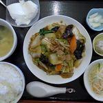紫禁城 - B定食:豚肉と白菜・木耳・玉子・人参・竹の子醤油炒め