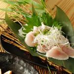 鶏葱塩刺し  540円(税別)