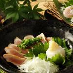 朝〆鶏のタタキ 540円(税別)