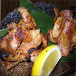 鶏皮極め焼き(塩・タレ)  460円(税別)  / ハーフサイズ 各種290円・税別