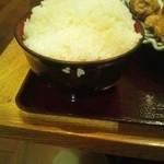 おふくと虎吉 - から揚げ定食¥918のご飯を「特盛」でおかわりしたらこんな感じでした