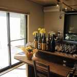 Z庵 - 厨房を囲むようにカウンター席。