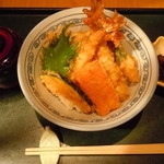 33925408 - スペシャル海老天丼900円♪(海老5、野菜3、赤だし、香の物)