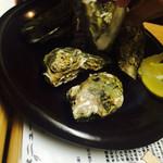 33927441 - 牡蠣蒸し                       安定の牡蠣〜。大きめで美味しかったです。