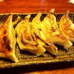 麺楽屋 - 軟骨ギョーザ 370円