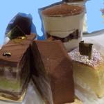 33930278 - 左からピスタチオ、チョコ、チーズケーキ、ティラミス