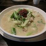十六房 - 料理写真:白胡麻白肉白湯麺