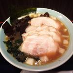 ラーメン イレブン - 醤油チャーシューメン1090円( 2014.12 )