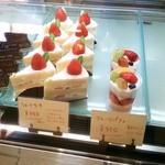 33935553 - ショートケーキ、フルーツパフェ