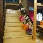 あぶりや食堂 - 店内。2階に行く階段。