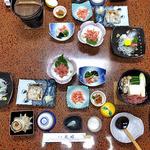見晴旅館 - 夕食(はじめに並んでいた料理)