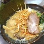 松壱家 - 醤油とんこつ( ´ ▽ ` )ノ  飲んだ後のラーメンは最高ですね☆  ひっさびさに松壱屋のラーメンを勢いで食べにいきましたwww