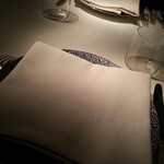 レストラン ひらまつ - テーブルディスプレイはベルナルドのエキュム