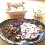 小さな宿&レストラン しいの木やま - ランチの茄子とひき肉のカレー、ハーフサイズ