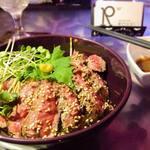 ダイニング バー ロイヤル - サーロインステーキ丼