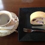神門通りカフェ ポンム ベエル - ホットコーヒー&ぜんざいロール
