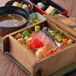 新潟 食楽園 - 塩引鮭と蒸しえび・すじこの海鮮チラシ