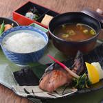 新潟 食楽園 - 日本海ぶりの自家製塩麹焼き