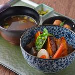 新潟 食楽園 - 豚の角煮丼