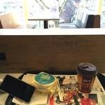 マクドナルド - 2015/01 まだ早い時間に朝マック…ソーセージマフィン+ドリンク(S) セット 税込200円