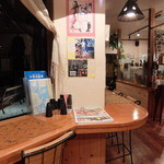 blue sea do cafe KHU☆KAN - 店内の窓向きカウンター席