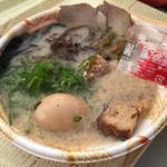 達磨ラーメン - 達磨ラーメン(ラーメンEXPO 濃厚博多豚骨豚トロ肉盛りラーメン)