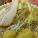 33953407 - 二郎系小豚(醤油)にんにくマシ 730円(*^_^*)