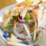 タサニー - 2013年4月 ランチのサラダ。ヤムウンセン。