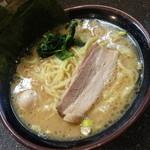 33959196 - 濃厚豚骨醤油ラーメン(680円)2015年1月