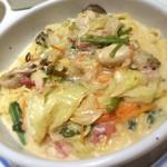 ジョリーパスタ - ランチ&ディナー( ´ ▽ ` )  広島産カキの野菜たっぷりクリームパスタ☆  大盛りはありません…との表記の理由がわかるぐらいのボリューム、プリプリのカキと野菜たちのあつあつなディッシュ( ^ω^ )