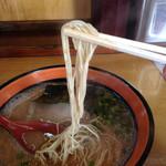 らーめん たつ - 麺は博多麺