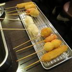 串かつ まるだい - お正月セット:串カツ9本(牛、うずら、赤ウインナー、豚だんご、もち、玉ねぎ、(ホルモンの)ばさ、きす、じゃがいも) 粕汁、生ビール1