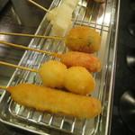 串かつ まるだい - お正月セット:串カツ9本(牛、うずら、赤ウインナー、豚だんご、もち、玉ねぎ、(ホルモンの)ばさ、きす、じゃがいも) 粕汁、生ビール2