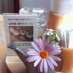 小さな宿&レストラン しいの木やま - テーブルにはいつも小花が飾られてます