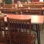 蓬莱閣 - 良く見ると、懐かしのラーメン屋さんのテーブル