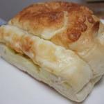 ベーカリーダイニング - 料理写真:チーズブレッド(1/2)