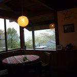 茶庵とちのき - 店内に入ってすぐの丸いテーブル
