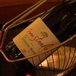 Dusit Thani - ドリンク写真:ワインも豊富。寛ぎのひとときを約束してくれるバンコク屈指の名門ホテル。