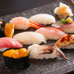 入船鮨 - 獲れたての旬の魚介をつかった『季節のおすすめにぎり・吸物付』