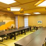入船鮨 - 畳部屋に椅子席を設置した、80名まで収容可能な大広間