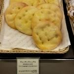 33977692 - プレッサンヌミウル(265円):ブリオッシュ砂糖と発酵バターとのコラボ!