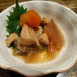 楽味家まるげん - 突き出し マンボウの煮付け ¥300