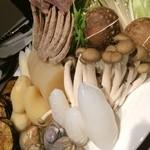 オリジナル洋風鍋 マルミット - お野菜と魚介類と自家製ソーセージ