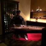 蔵 - お正月という事でバータイムに琴の演奏がありました。