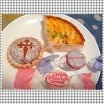 ドゥルセ・ミーナ - アップルタルト☆ チョコレートのマンテカード☆ ポルボロン☆ サンティアゴのタルト☆ (右上から時計回りに)
