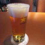 ラ・カルネ - メニューが決まったらお肉が焼き上がるまで3人で一年を振り返りビールで乾杯です。