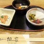 桐の家 - 定食の一部