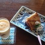 実家カフェ - りんごのケーキと柿のシェイク